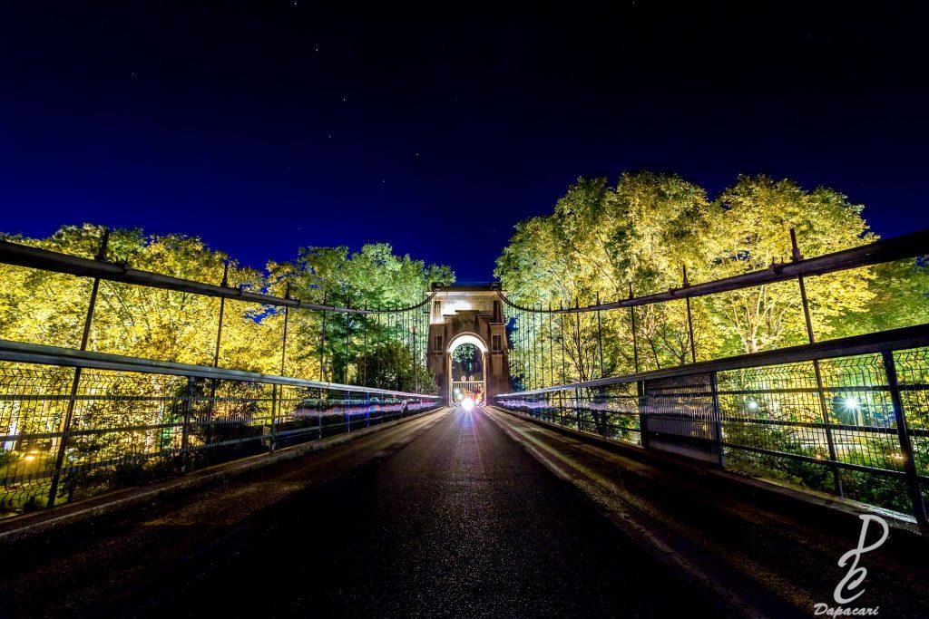 photo pont ile barbe de nuit à Lyon avec la petite ourse au dessus
