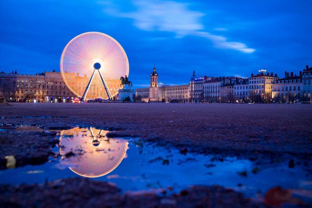 vue sur bellecour et grande roue de Lyon