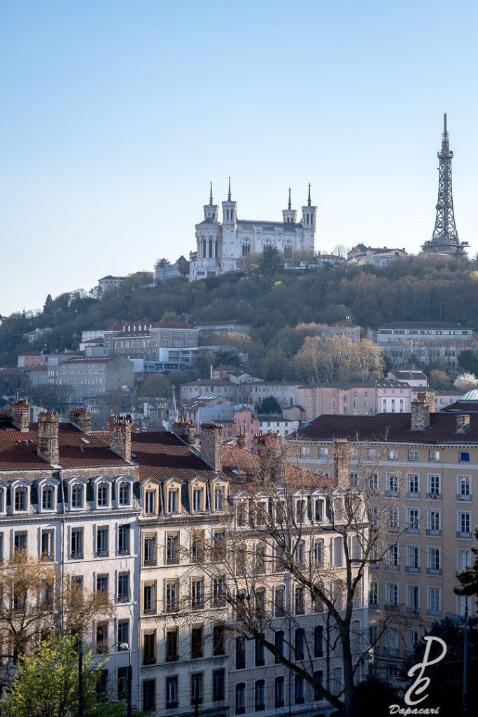 La basilique de Fourvière à Lyon depuis la croix rousse au Fujifilm 56mm F1.2