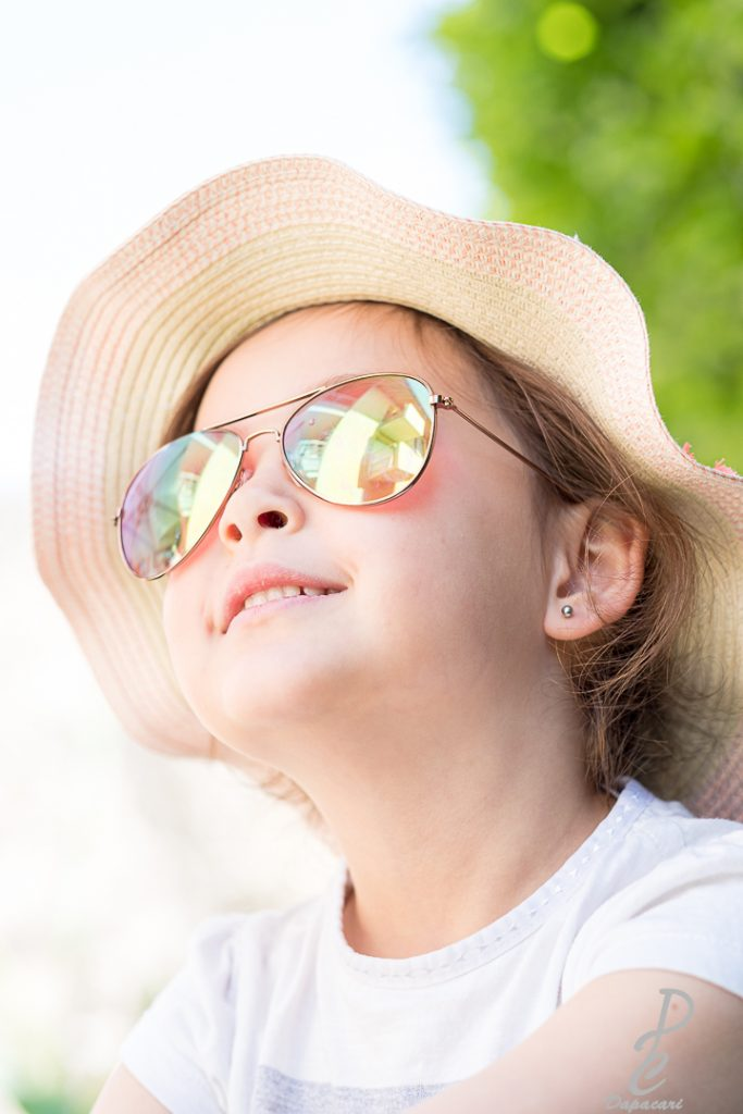 portrait enfant regarde vers le haut fujifilm 56mm1.2
