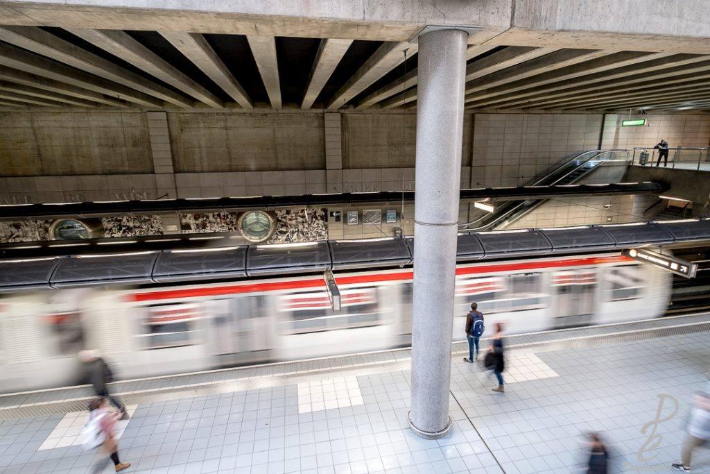 Pose longue métro et passant gare de vaise à Lyon. Photographier dans les métros Dapacari