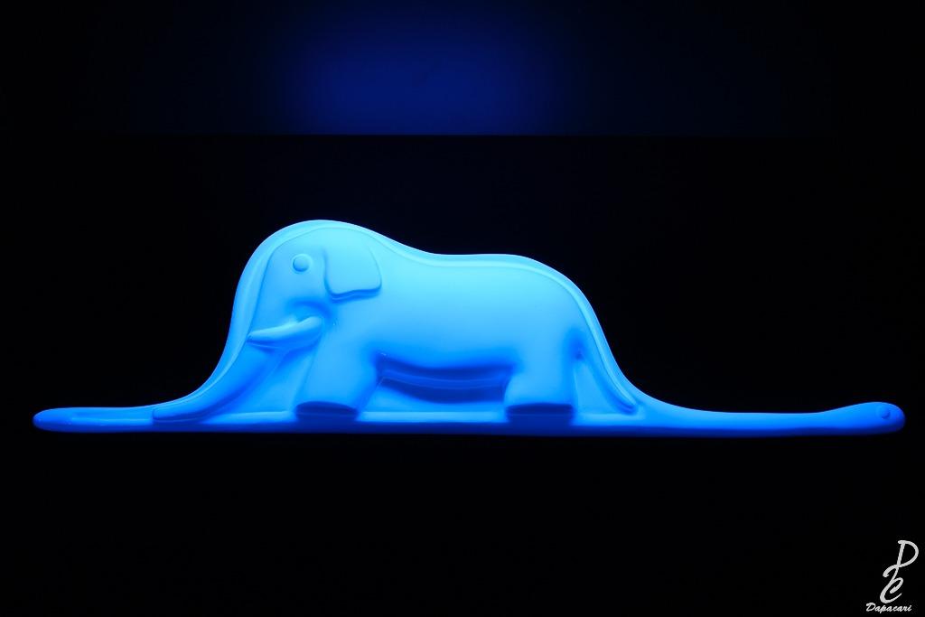 l'éléphant en forme de chapeau à l'exposition du petit prince à Lyon et de Antoine de Saint Exupery.